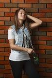Muchacha adolescente con la cerveza Fotografía de archivo