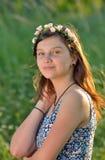 Muchacha adolescente con la guirnalda Fotos de archivo libres de regalías