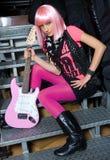 Muchacha adolescente con la guitarra eléctrica Foto de archivo libre de regalías
