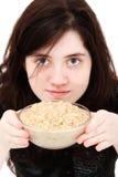 Muchacha adolescente con la harina de avena Imagen de archivo libre de regalías