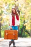 Muchacha adolescente con la maleta Fotos de archivo libres de regalías