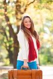 Muchacha adolescente con la maleta Fotografía de archivo libre de regalías