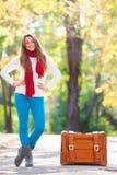 Muchacha adolescente con la maleta Foto de archivo libre de regalías
