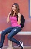 Muchacha adolescente con la mochila Imagen de archivo libre de regalías