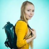 Muchacha adolescente con la mochila de la escuela Imagen de archivo libre de regalías