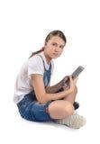 Muchacha adolescente con la tableta Fotos de archivo