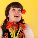 Muchacha adolescente con las flores Fotografía de archivo