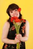 Muchacha adolescente con las flores Fotos de archivo