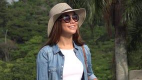 Muchacha adolescente con las gafas de sol en Sunny Day Fotos de archivo