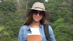 Muchacha adolescente con las gafas de sol en verano Fotografía de archivo