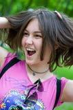 Muchacha adolescente con las manos en su pelo Fotos de archivo