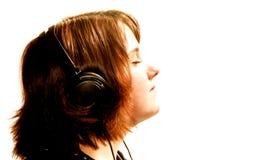 Muchacha adolescente con los auriculares Imagenes de archivo