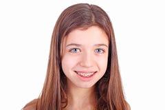 Muchacha adolescente con los corchetes Imagen de archivo