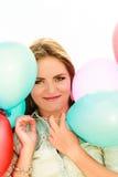 Muchacha adolescente con los globos coloridos Foto de archivo