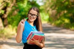 Muchacha adolescente con los libros en manos Fotografía de archivo libre de regalías