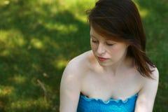 Muchacha adolescente con los ojos cerrados Imagenes de archivo