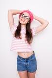 Muchacha adolescente con los vidrios que plantean o Imágenes de archivo libres de regalías