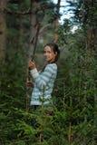 Muchacha adolescente con un palillo de madera Imagen de archivo