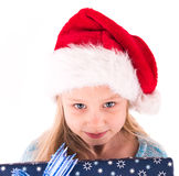 Muchacha adolescente con un regalo del Año Nuevo Foto de archivo libre de regalías