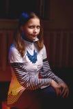 Muchacha adolescente con una sonrisa en su cara Foto de archivo libre de regalías