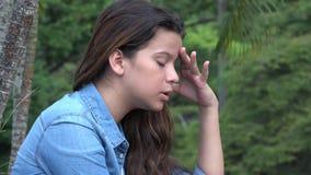 Muchacha adolescente confusa y ansiosa loca Fotos de archivo