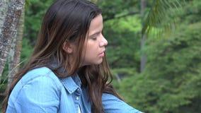 Muchacha adolescente confusa y ansiosa loca Fotos de archivo libres de regalías