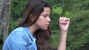 Muchacha adolescente confusa y ansiosa loca Fotografía de archivo