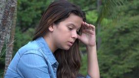 Muchacha adolescente confusa y ansiosa loca Imagen de archivo libre de regalías