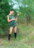 Muchacha adolescente de la belleza en la naturaleza Foto de archivo libre de regalías