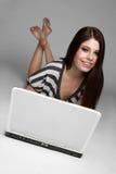 Muchacha adolescente de la computadora portátil Imagen de archivo