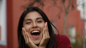 Muchacha adolescente de la diversión emocionada Fotos de archivo