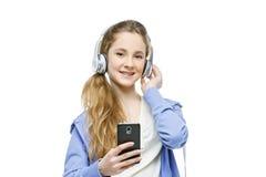 Muchacha adolescente de la edad con los auriculares Fotografía de archivo libre de regalías