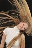 Muchacha adolescente de la edad del pelo largo rubio atractivo Fotos de archivo libres de regalías