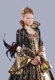 Muchacha adolescente de la edad en traje del carnaval con la máscara Foto de archivo
