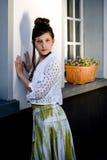 Muchacha adolescente de la manera en la localización Imagen de archivo libre de regalías