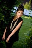 Muchacha adolescente de la manera en parque Fotos de archivo