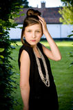 Muchacha adolescente de la manera en parque Imagen de archivo libre de regalías