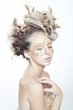 Muchacha adolescente de la moda del oro Fotos de archivo