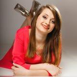 Muchacha adolescente de la mujer hermosa de la moda del retrato en vestido rojo Fotos de archivo libres de regalías