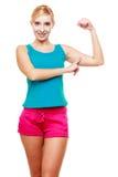 Muchacha adolescente de la mujer joven que muestra sus músculos Fotografía de archivo