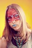 Muchacha adolescente de moda hermosa con maquillaje Foto de archivo