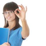 Muchacha adolescente del estudiante con la pista de nota Imágenes de archivo libres de regalías