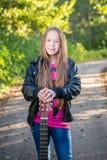 Muchacha adolescente del pelo largo Fotografía de archivo