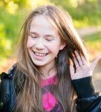 Muchacha adolescente del pelo largo Fotos de archivo libres de regalías