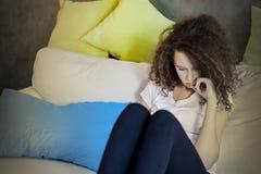 Muchacha adolescente del pelo rizado Fotografía de archivo
