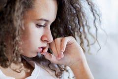 Muchacha adolescente del pelo rizado Foto de archivo