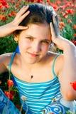 Muchacha adolescente del retrato con la amapola Fotografía de archivo