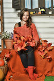 Muchacha adolescente del retrato en un suéter anaranjado Foto de archivo libre de regalías