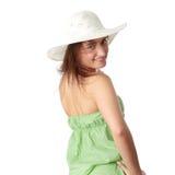 Muchacha adolescente del verano en sombrero grande Imagenes de archivo