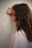 Muchacha adolescente deprimida triste Foto de archivo libre de regalías